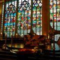 Sous la nef de l'église Sainte-Jeanne d'Arc.