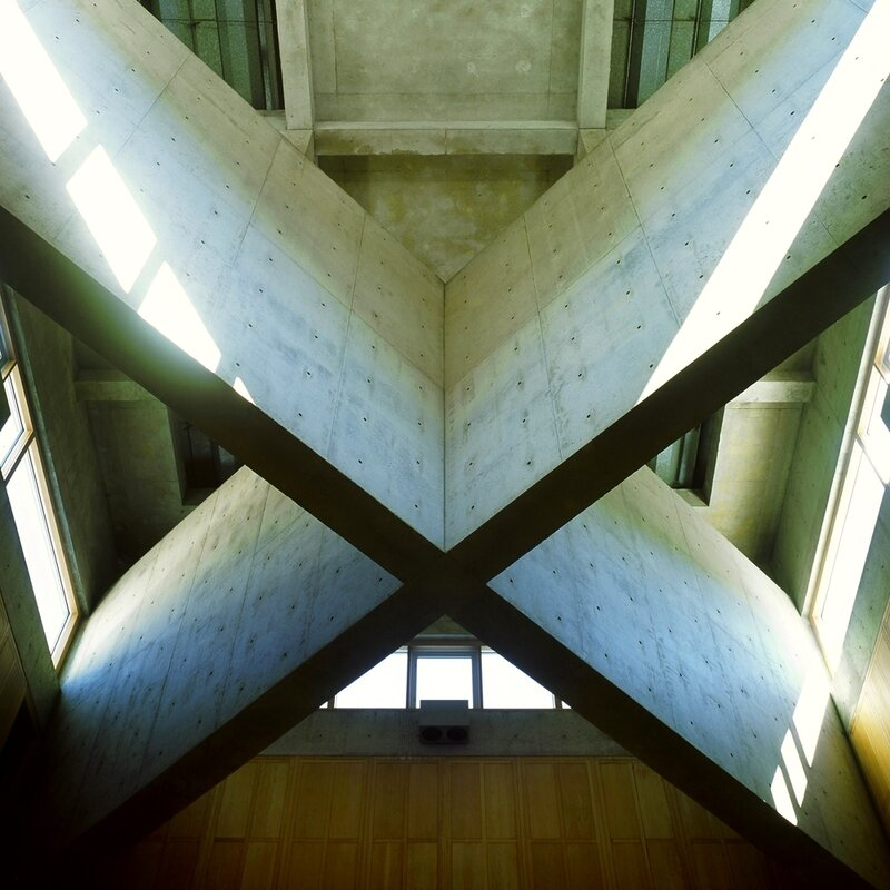 Phillips_Exeter_Academy_library_atrium_cross_beams_closeup