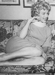 1958_marilyn_sign_contract_for_SLiH_2_1_marilyn_1