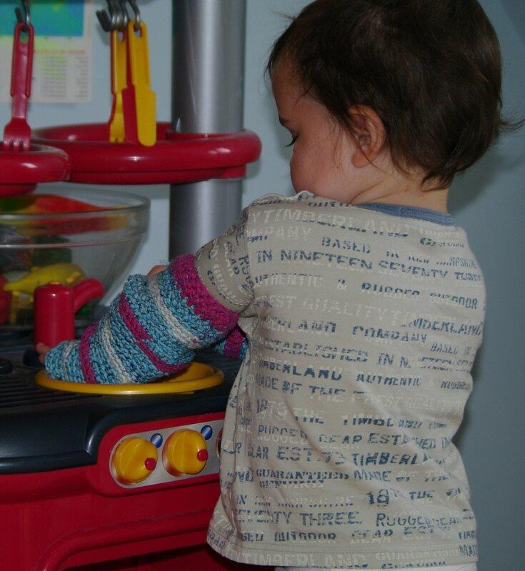 babylegs au crochet pour jouer à la dinette