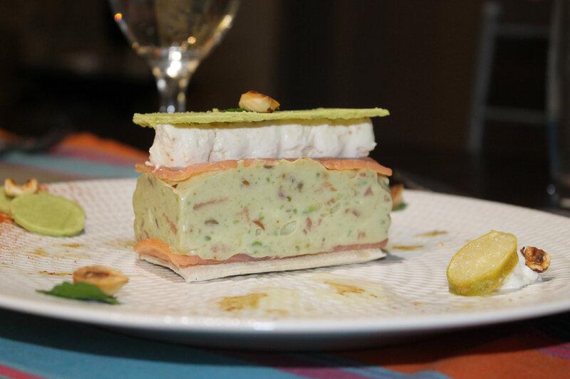 Millefeuille avocat, saumon noisettes , chantilly citron caviar