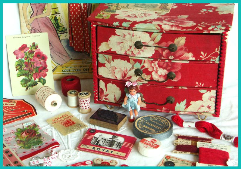2008-10 Petite commode rouge 14