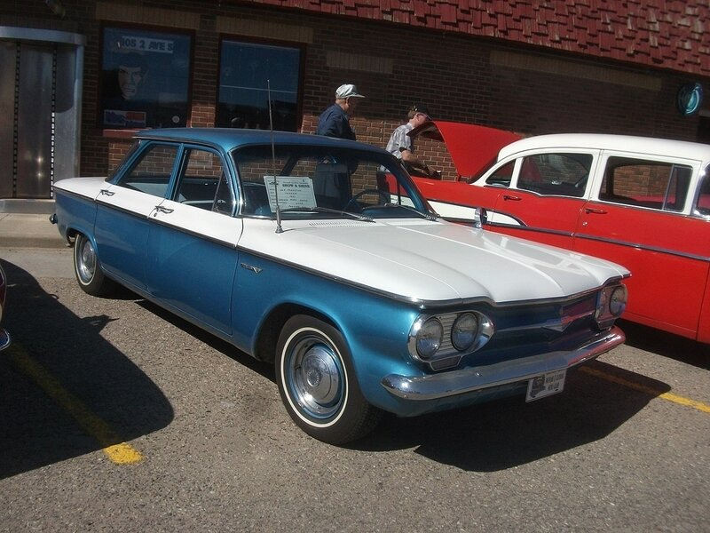 1280px-1961_Chevrolet_Corvair_sedan_(7756545590)