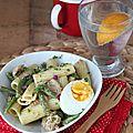 La salade de pâtes qui change avec des haricots, du thon et une vinaigrette persil-curry