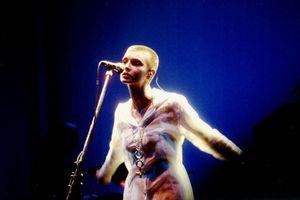 1990_04_Sinead_OConnor_Hammersmith_Odeon_08