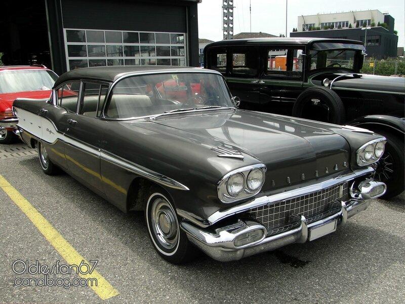 pontiac-chieftain-sedan-1958-01