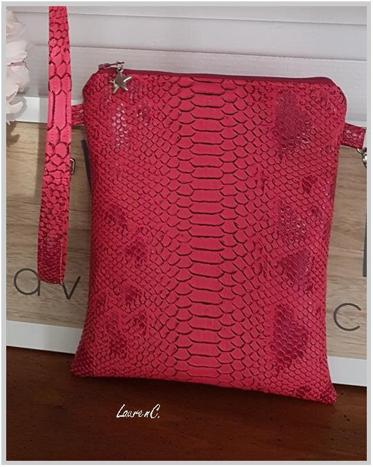 POCHETTE SIMILI ROSE CORAIL FLAMANTS DETAIL
