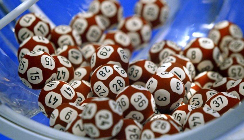 Loto : 2 amis deviennent tous les 2 millionnaires en ayant joué les mêmes numéros