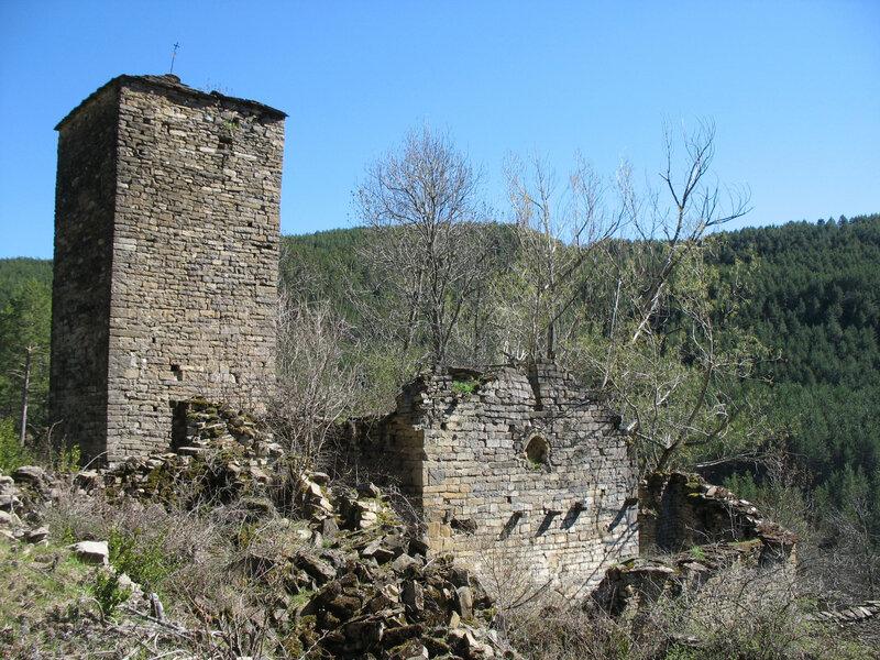 Larrosa, village, église San Bartolomé, derrière (Espagne)