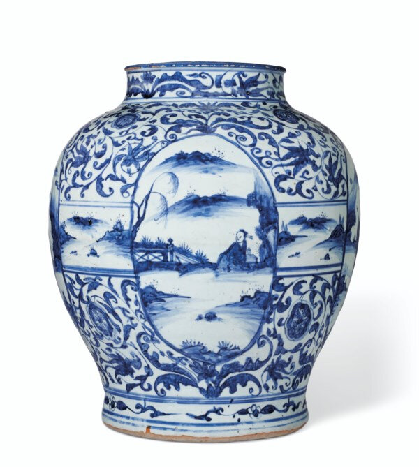 A large blue and white jar, late Ming dynasty, early 17th century