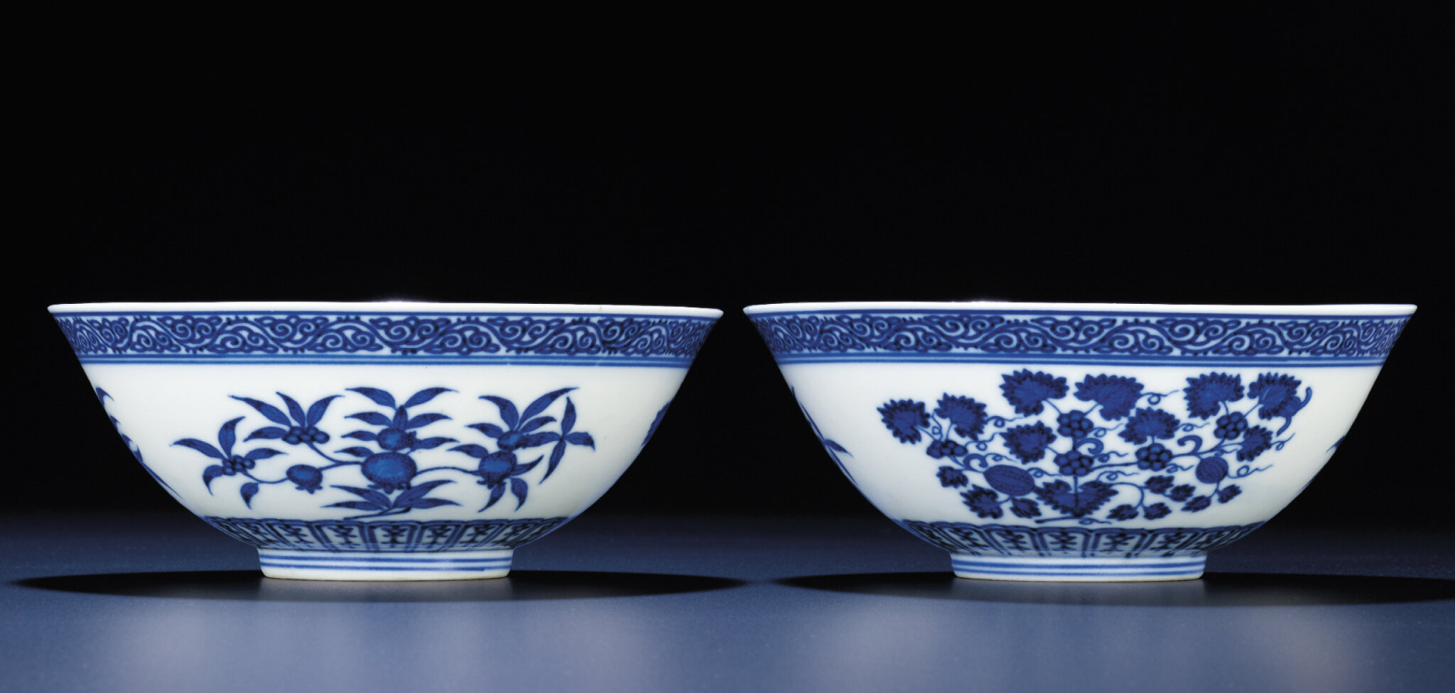 A fine pair of blue and white bowls, Xuantong six-character marks and of the period (1908-1911)
