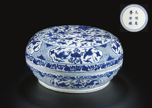 A blue and white circular box and cover, Wanli six-character mark in underglaze blue within a double circle and of the period (1573-1619)
