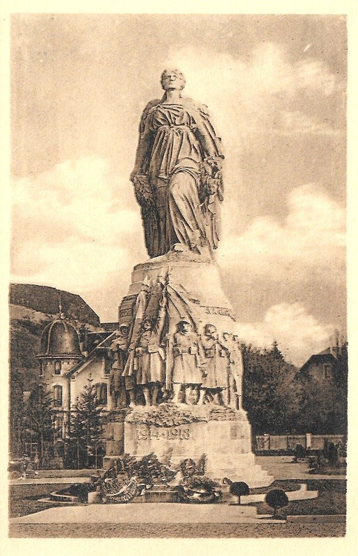 CPA Belfort Monument aux morts 1