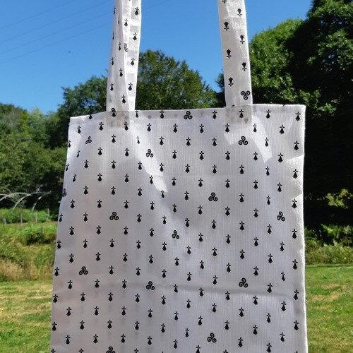 2181701-tote-bag-blanc-a-motifs-bretons-1_medium