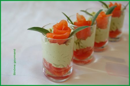 verrines_mousse_avocat_tomate_saumon2