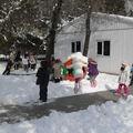 788-Une magnifique cour de récréation sous la neige !