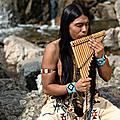 Léo rojas merveilleux artiste flûtiste amérindien.