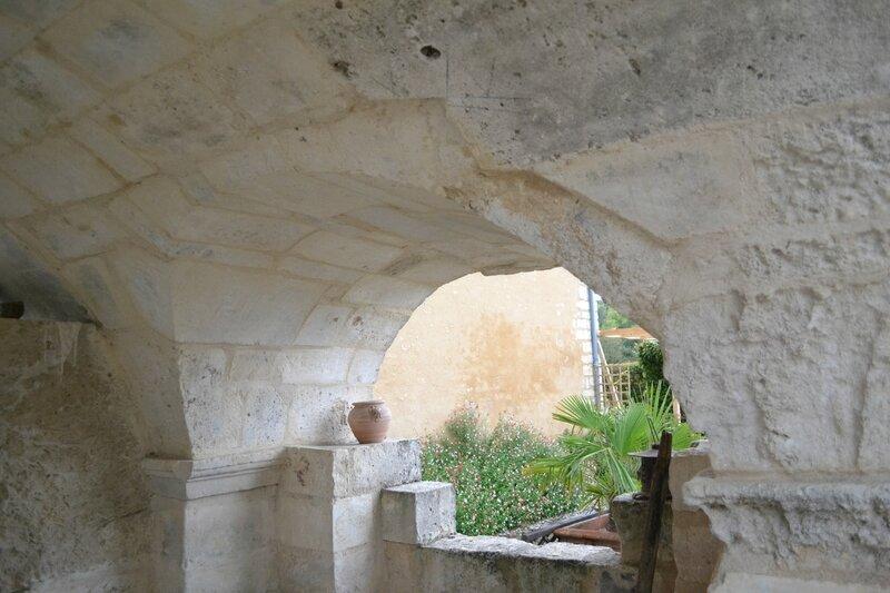 le vieux puits de charmé 16140