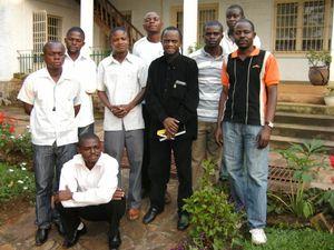 Padri_Jean_Badiufa_et_les_jeunes_de_Kasongo