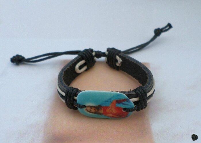 Bracelet Cuir Tressé Style Surfeur Perle Os De Yak Jésus St Coeur Fond Bleu Réglable