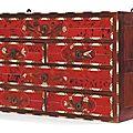 Petit cabinet en écaille rouge, ivoire et palissandre. travail flamand de la seconde moitié du xviie siècle