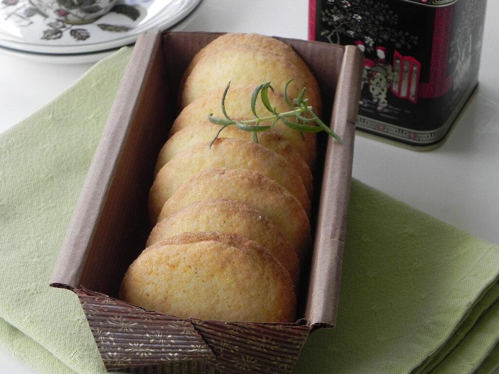 Biscuits à la polenta, au citron et au romarin, sans gluten et sans lactose