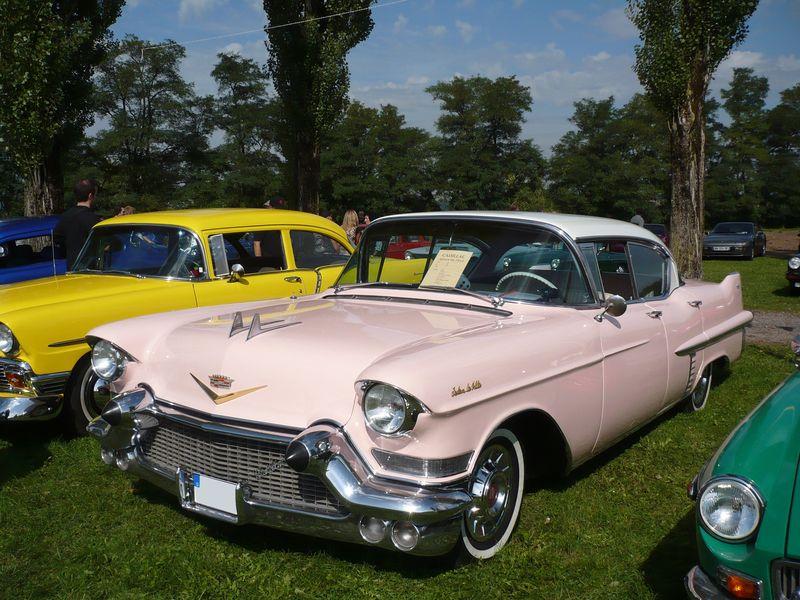 CADILLAC Sedan DeVille 4door hardtop 1957 Créhange (1)