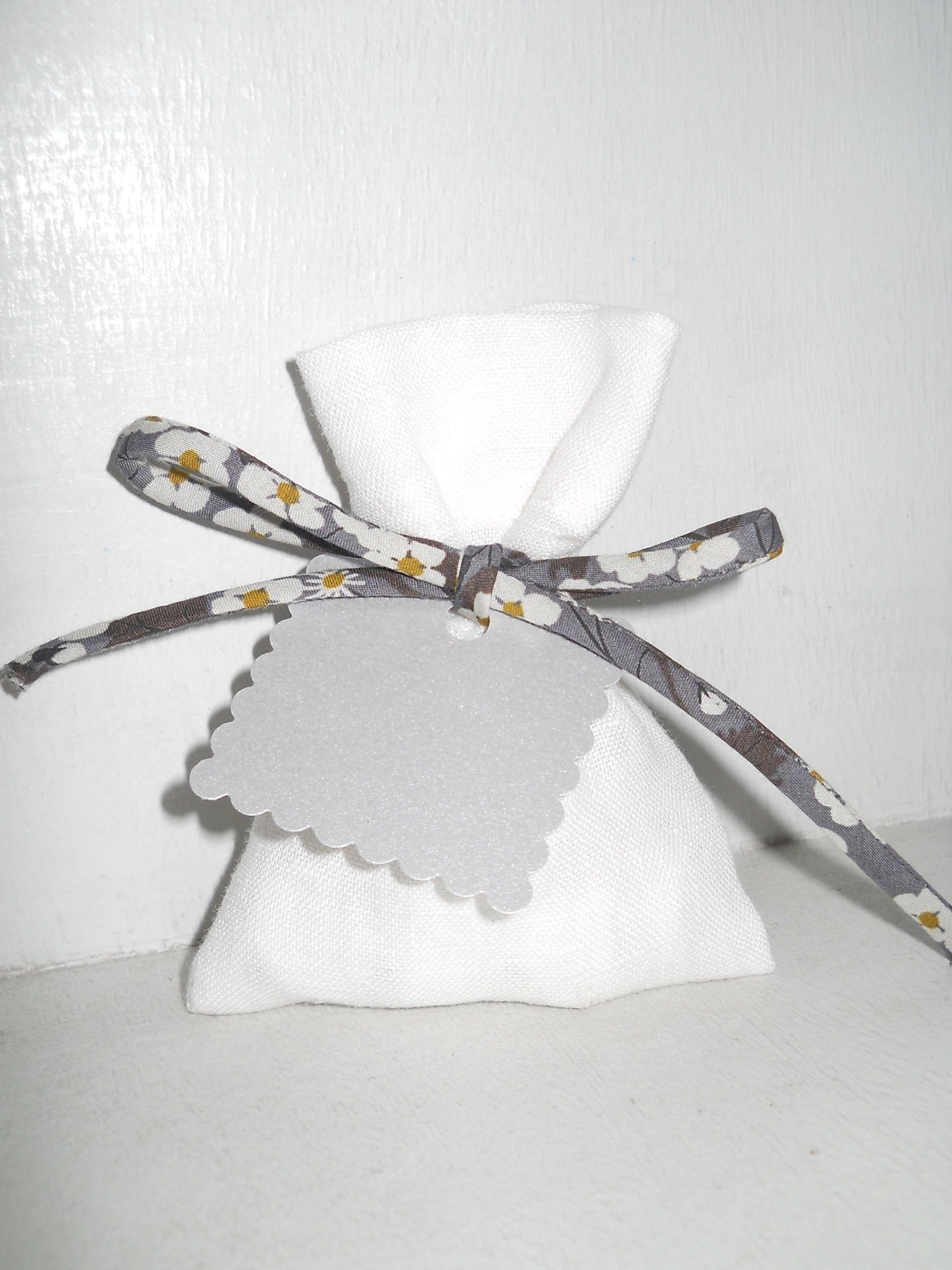 Pochon dragées lin blanc, cordon mitsi gris,