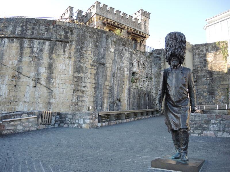 Hondarribia, garde en bronze (Espagne)