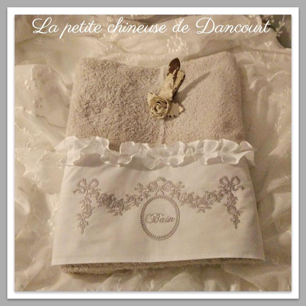 Serviette de Toilette Marie-Antoinette gris perle la petite chineuse de Dancourt