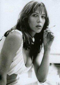 sophie_marceau_smoke_030_1
