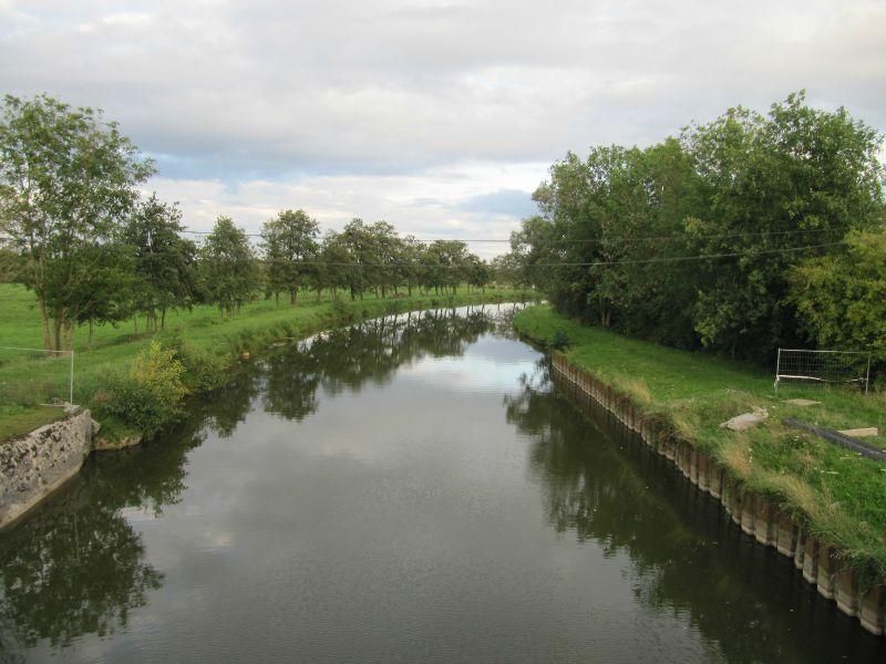 68 Le canal vu de dessous le pont