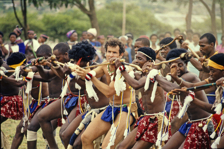 Johnny_Clegg_dansedune_ceremonie_zouloue_traditionnelle_annees_1980_0_730_487