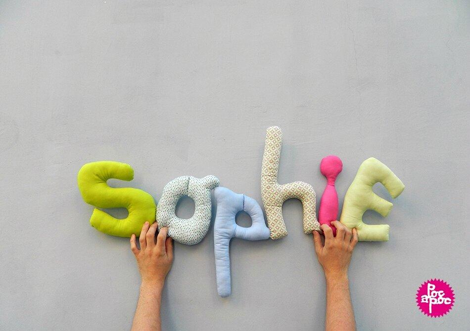 sophie,mot en tissu,mot decoratif,cadeau de naissance,decoration chambre d'enfant,cadeau personnalise,cadeau original,poc a poc 2,blog