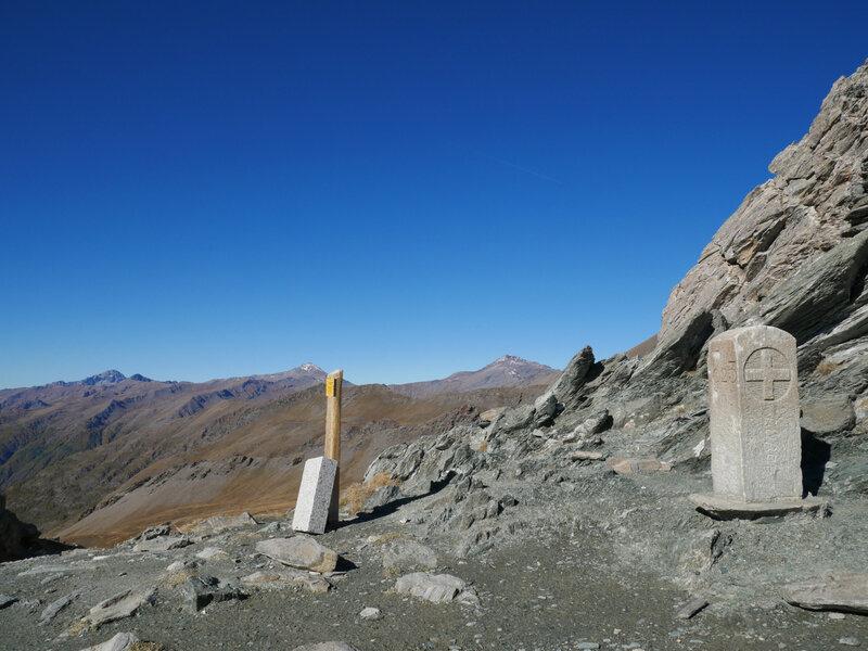 borne frontière du Col de Bouchet, 2626m