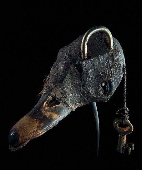 Conçu par maître marabout zougan ,ce cadenas est très puissant grace à ses fonctions.