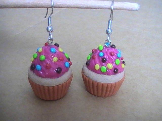 Boucles Doreilles Cupcakes Fraise Billes Multicolores Photo De