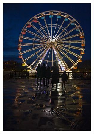 ville_roue_personnes_reflets_3