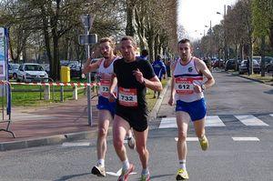 Alban DESNOYERS, Jean Baptiste MAIRESSE et Christophe PAILLUSSON au 10km d'Aubergenville 2010