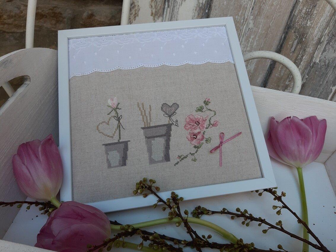Pots et fleurs roses