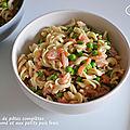 Salades de pâtes complètes au saumon fumé et aux petits pois