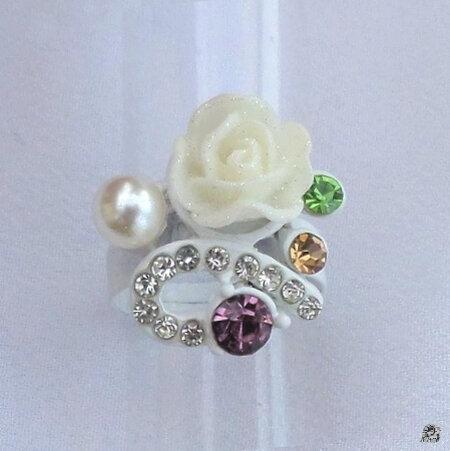 Bague Fleur Blanche Pailletée Strass Multicolore et Perle Nacrée Blanc Métal Couleur Blanc
