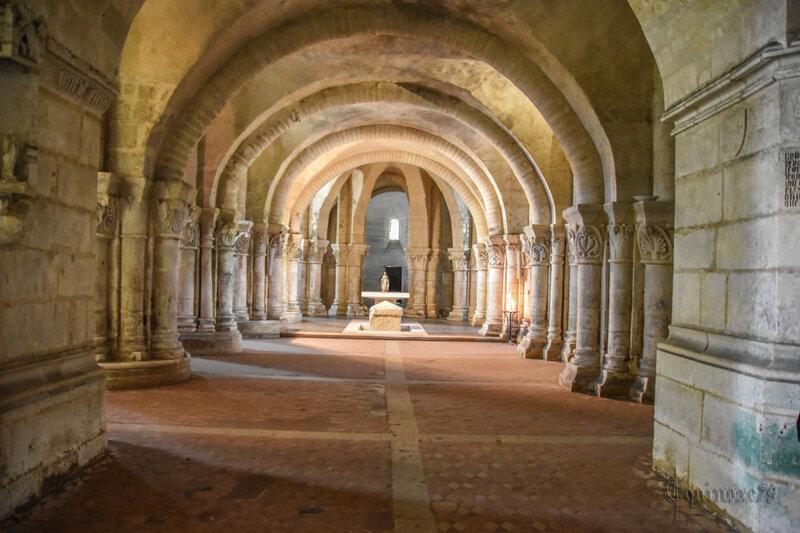 Tombeau de Saint-Eutrope dans la crypte de la Basilique de Saintes (Saintonge) (8)