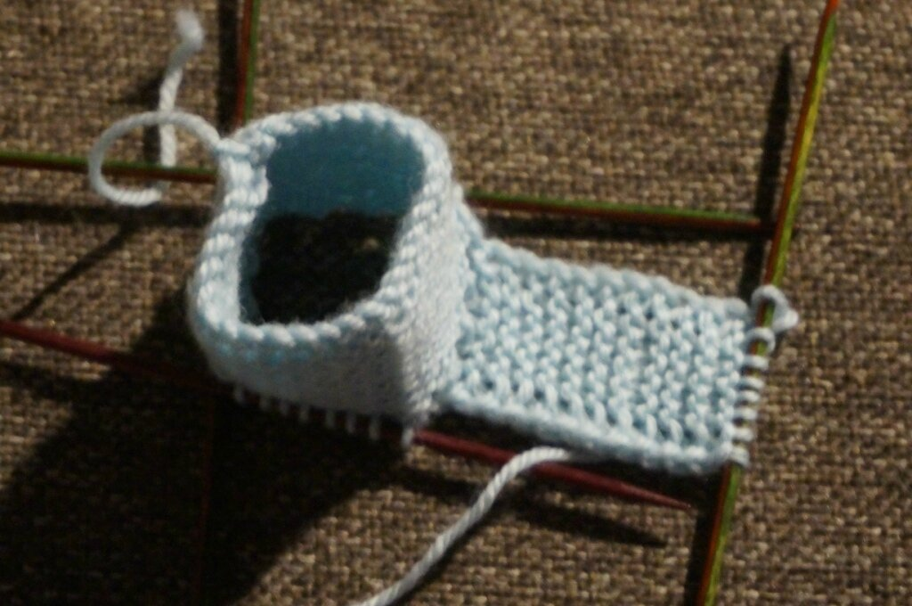 tuto chaussons b b sans couture blip bloup blop. Black Bedroom Furniture Sets. Home Design Ideas