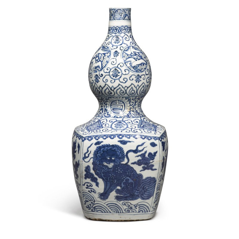 A large blue and white 'double-gourd' vase, Ming dynasty, Jiajing period (1522-1566)