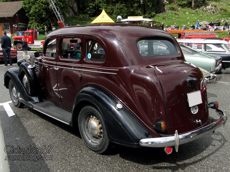 dodge-saurer-4door-sedan-1936-02