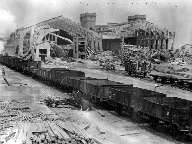 1280px-Cherbourg_1944-Gare_Maritime-2