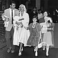 jayne-1959-09-05-london-with_family-1