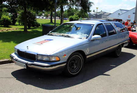 Buick_roadmaster_Estate_Wagon_limited_edition___1991_1996__RegioMotoClassica_2010__01