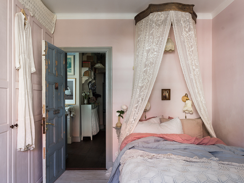 A romantic vintage apartment styling by Copparstad photos by Spinnell (9)